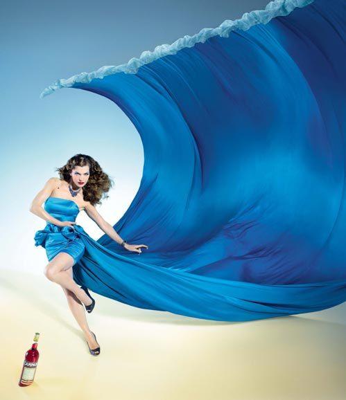 Мила ЙОВОВИЧ в календаре Campari. Фото: Splash/All Over Press