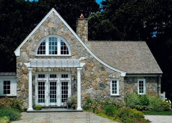 Облицовка частного дома природным камнем