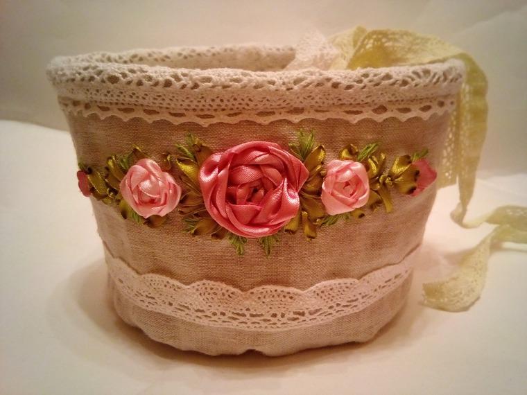 Шьем текстильную корзиночку из льна с вышивкой лентами — МК
