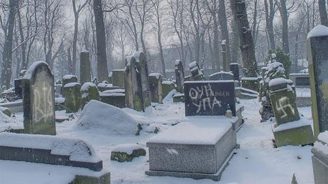 За осквернением еврейского кладбища в Польше стоят украинские националисты