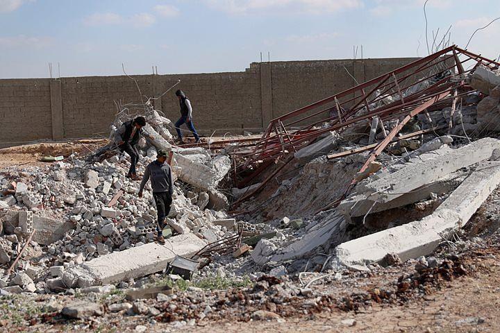Авиаудар коалиции унес жизни 35 мирных граждан на востоке Сирии