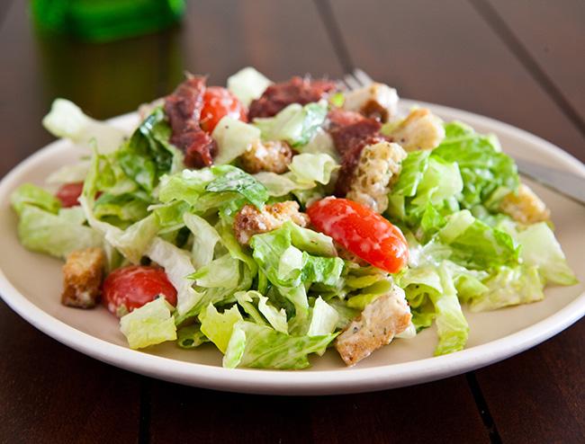 Любимый салат теперь ещё легче: Правильный «Цезарь» для стройняшек!