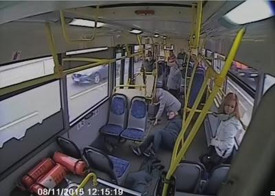 Какое место самое безопасное в автобусе при столкновении спереди?
