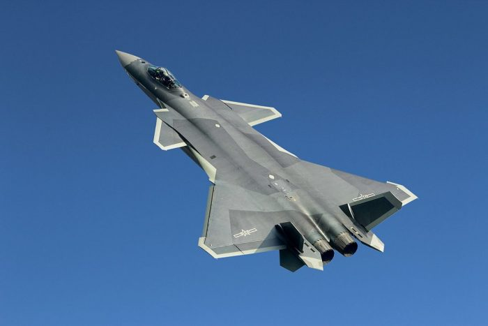 Битва дракона и орла: Сможет ли китайский J-20 соревноваться с ПАК ФА?