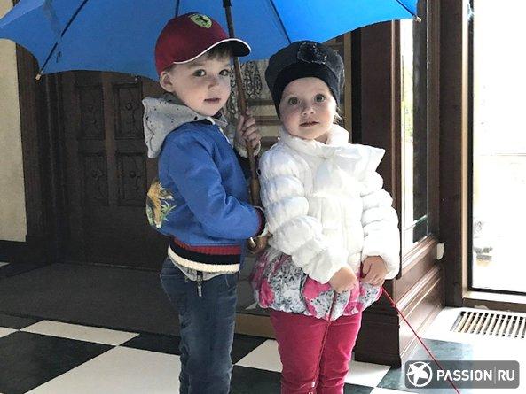 «Ёшадь, машина, люблю»: дети Аллы Пугачевой и Максима Галкина соревнуются в правильной речи