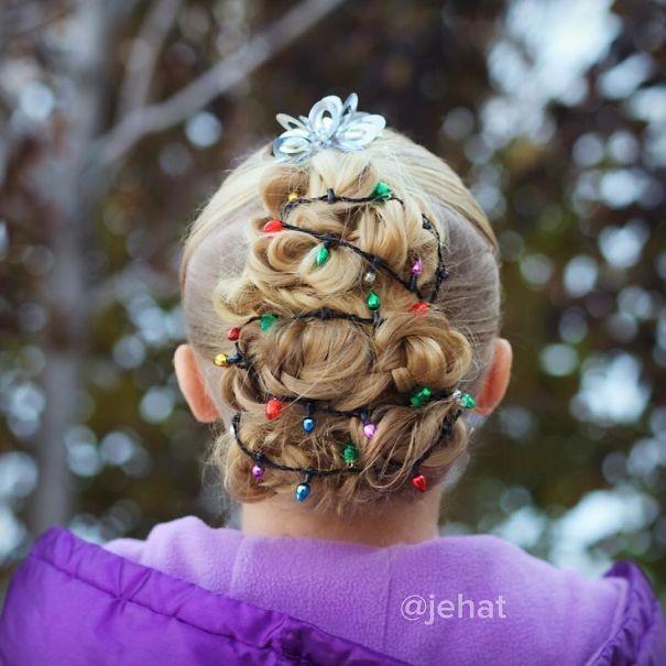 14. Елка, украшенная гирляндой волосы, праздник, прическа, рождество