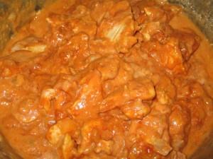 Куриная грудка тушеная в томатной пасте и сметане