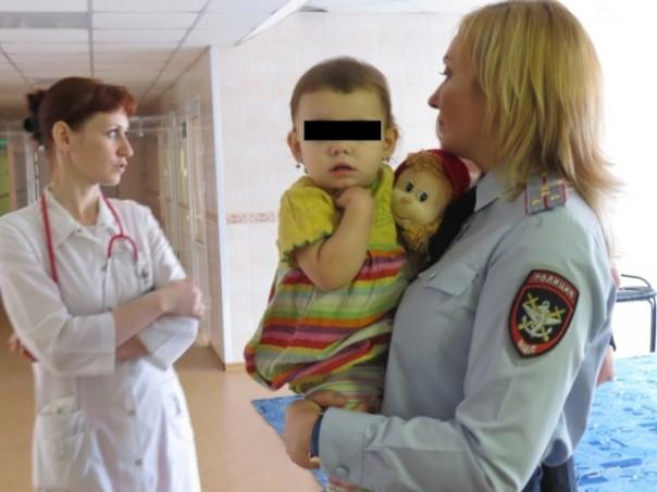 «Возьмите вещи, пахнущие мамой…» В Минсоцразвития разработали зверскую инструкцию по отбиранию младенцев у родителей