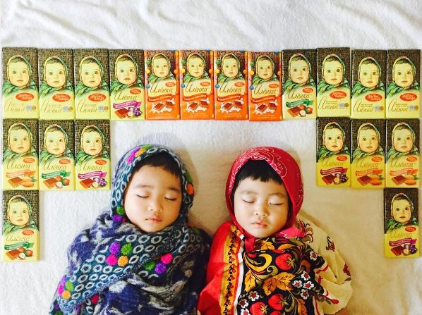 Японка фотографирует своих спящих детей в образе Чебурашек, диджеев и героев сказки про Репку