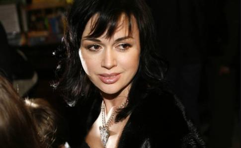 Анастасия Заворотнюк и ее семья просят прекратить спекуляции вокруг здоровья актрисы