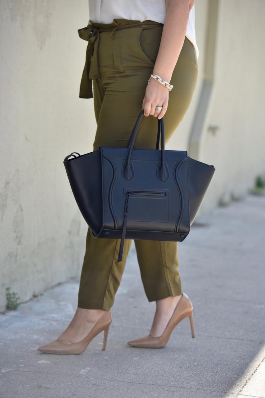Модные зеленого оттенка брюки 2017 для полных  7/8 длины с туфлями на высоком каблуке – фото обзор.