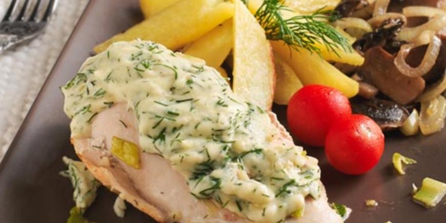 Куриные грудки под сырным соусом с картофелем и грибами