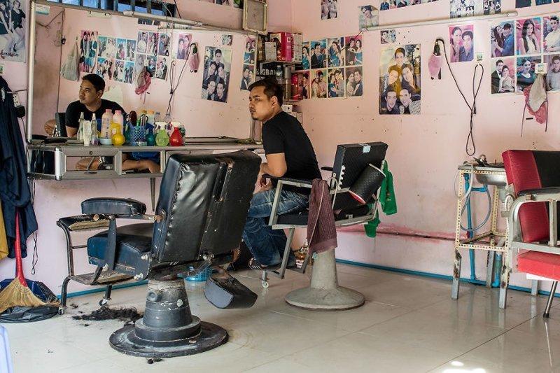 Уличные парикмахеры Камбоджи Пномпень, камбоджа, местная экзотика, необычно, парикмахерские, парикмахеры, фоторепортаж, фотосерия