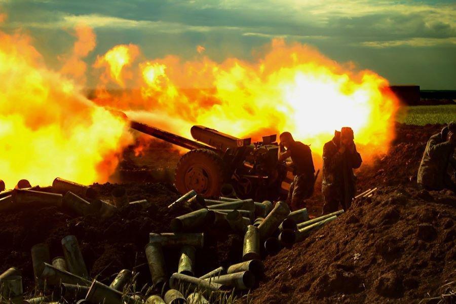 СРОЧНО: Мощнейший бой под Дебальцево, позиции ВСУ ровняют с землей