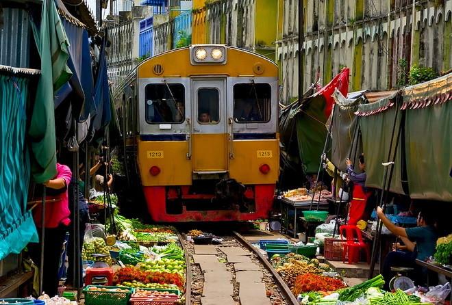 Меклонг: рынок на рельсах | Мир путешествий
