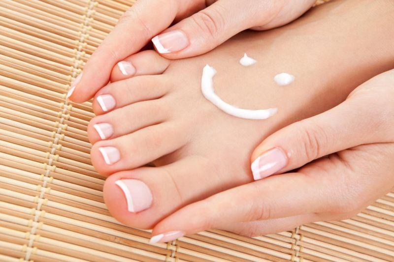 Как лечить грибок на ногтях ног: 3 домашних способа