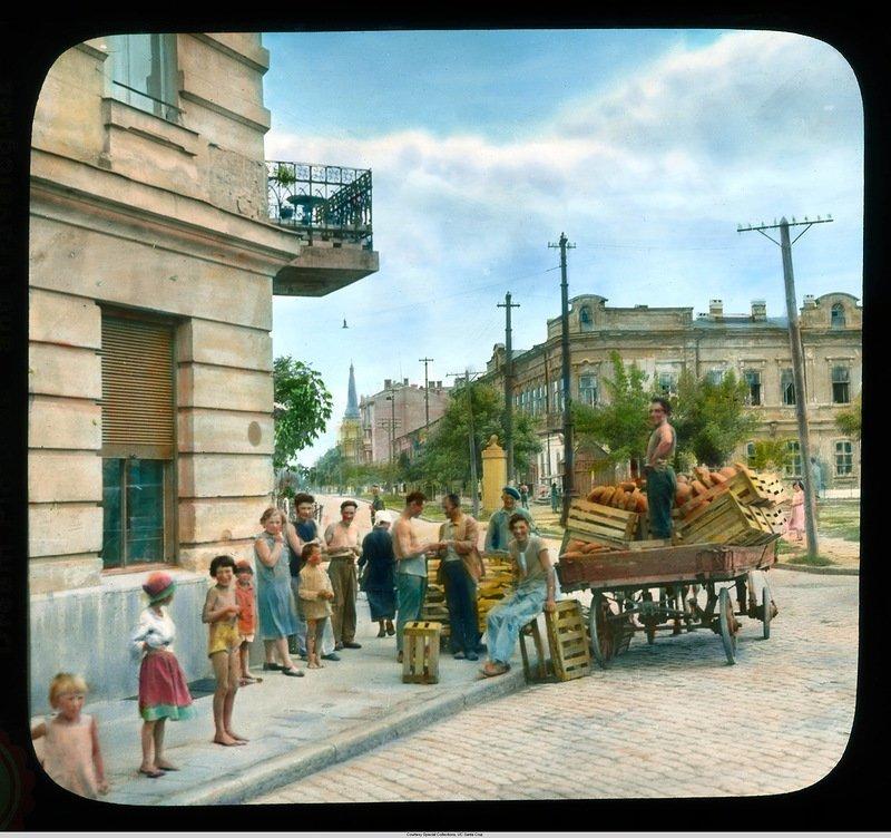 Хлебная тележка, доставляющая продовольствие в Старый город Бренсон ДеКу, кадр, люди, одесса, фото, фотограф