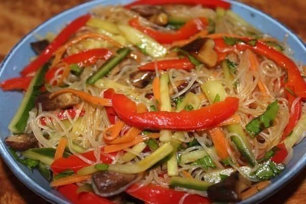 Фунчоза по-корейски (7 вариантов приготовления)