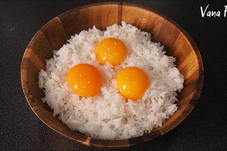Фото к рецепту: Жареный рис с яйцом