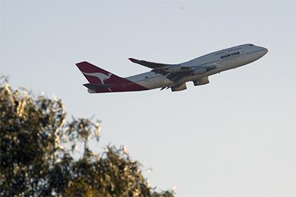 Пассажир авиакомпании Qantas попытался выйти из самолета над Тихим океаном