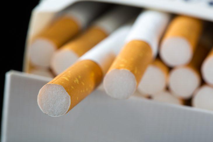 Покупал сигареты на заправке, а продавщица оказалась с юмором…