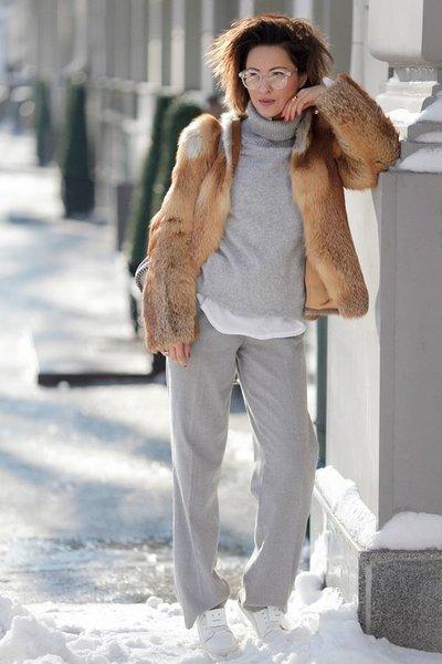 Актуальные брюки на холодную погоду для женщин за 40