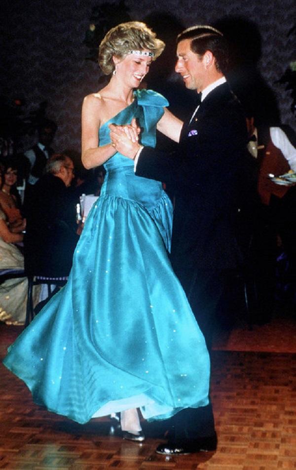 Это платье Кейт Миддлтон миллионы людей будут помнить еще долго. И вот почему...