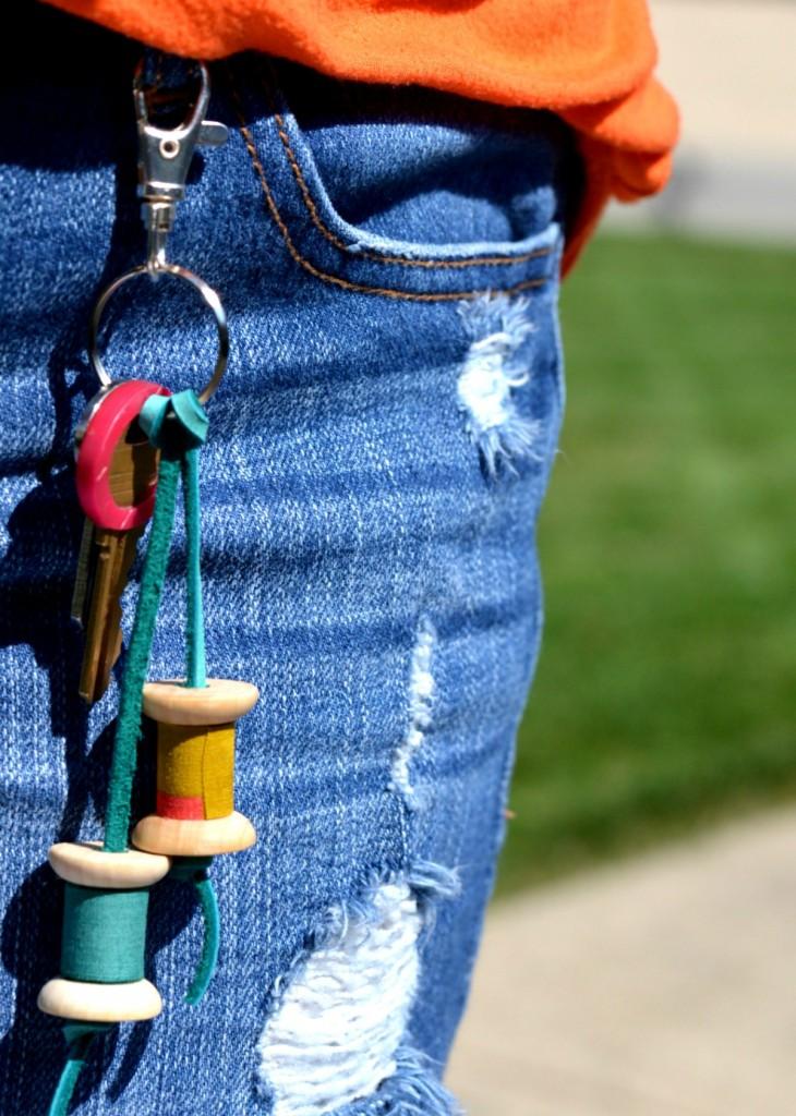 Простой брелок для тех, кто любит шить