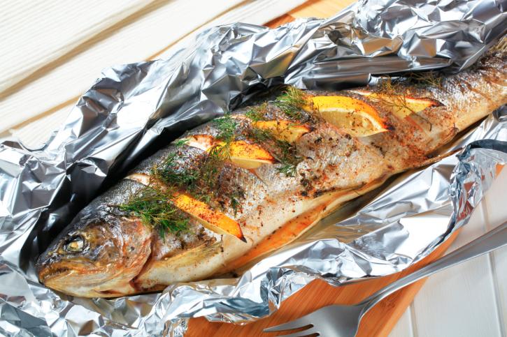 Рыба запеченная в духовке в фольге целиком фото рецепт