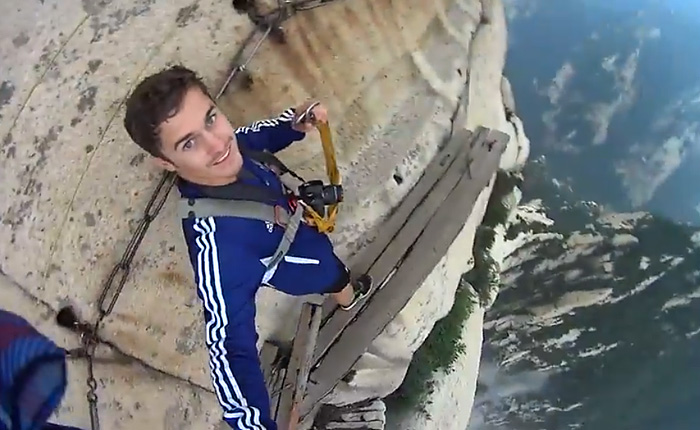 Опасное селфи на высоте более 2000 метров без страховки