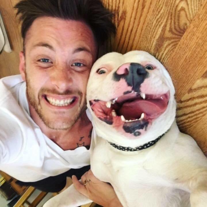 Это парень опубликовал фото с псом в Facebook, и кто-то тут же позвонил в полицию...