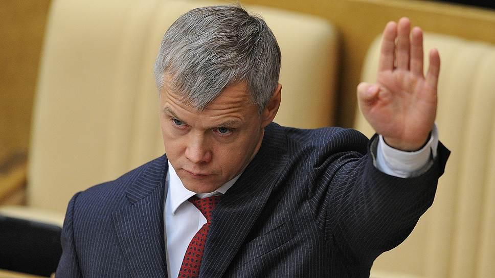Депутат Госдумы Валерий Гартунг выступил перед коллегами с речью о наболевшем: рассказал о тех, «кому на Руси жить хорошо», раскритиковал закон о закупках и даже предложил распустить Госдуму.