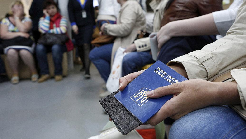 Безвиз для «незалежной»: Украинцы рванули в ЕС собирать малину