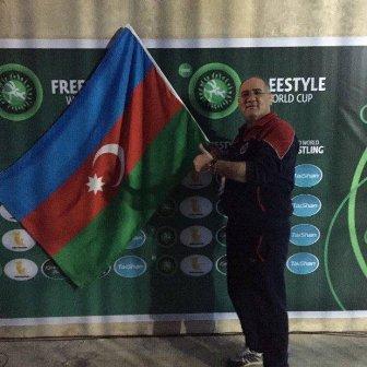 Азербайджан насоревнованиях вИране представили «странным знаменем»