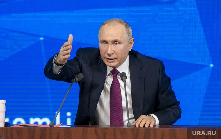 На рукопожатие к Путину собралась очередь.