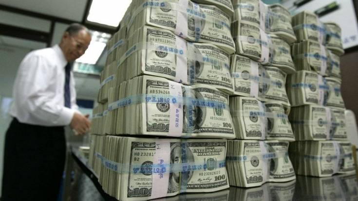Почему Россия платит США 1 миллиард долларов в день?