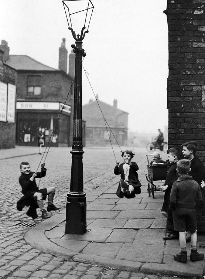 8. Самодельные качели, Манчестер, 1946 год  детство, прошлое, фотография