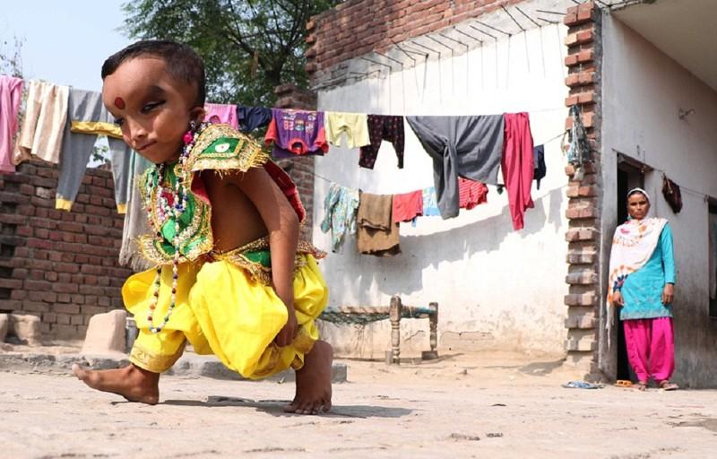 6-летний мальчик из Джаландхара, которого считают реинкарнацией индийского бога Ганеша