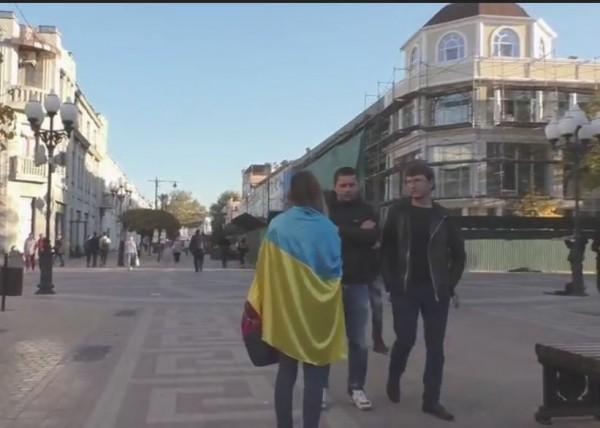 Прогулка по Крыму с украинским флагом