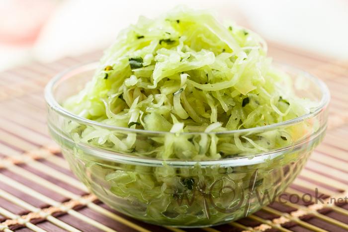 Зеленая маринованная капуста быстрого приготовления