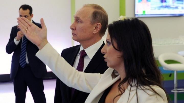 В сенате США продемонстрировали «рассекреченное» фото с Путиным