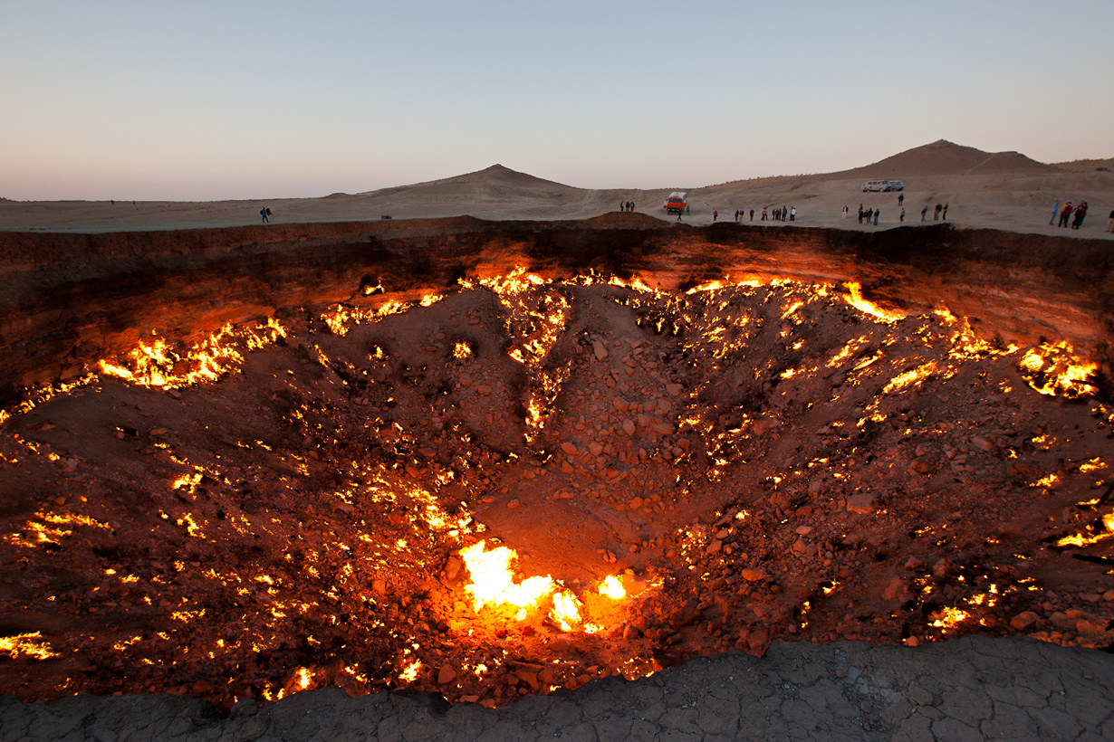 Туркменистан. Газовый кратер Дарваза. (Martha de Jong-Lantink)