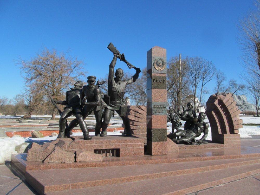 Совершенно потрясающий новый памятник в Брестской крепости Андрей Селезов