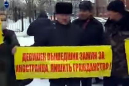 В Астане прошел митинг против браков казахских девушек с китайцами