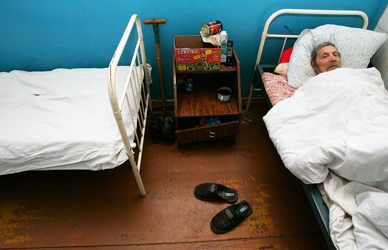 """""""Умирайте дома и нефик портить статистику !"""": В России заменят больничные койки на домашнюю постель"""