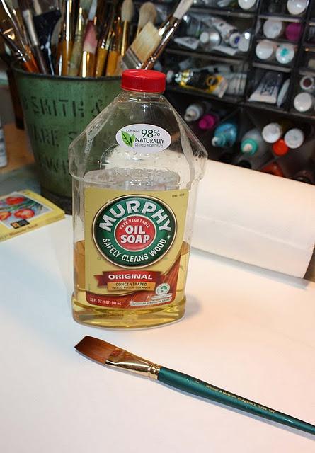 Если вы окаменеть кисть с засохшей краски, просто окуните его в масло Мерфи от 24 до 48 часов, и она растворяет все краски и делает его как новый.  Должен попробовать