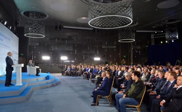 Путин: блокаду Крыма устроили удивительные идиоты
