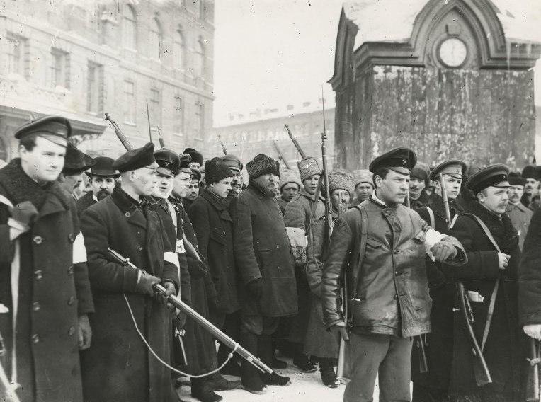 Между февралем и октябрем 1917 года
