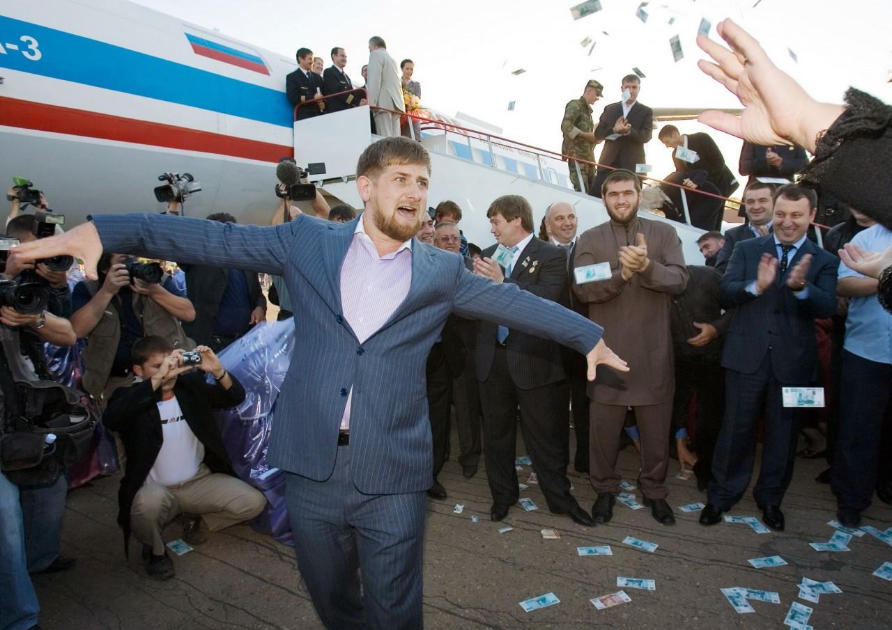 Россия платит дань Чечне.....