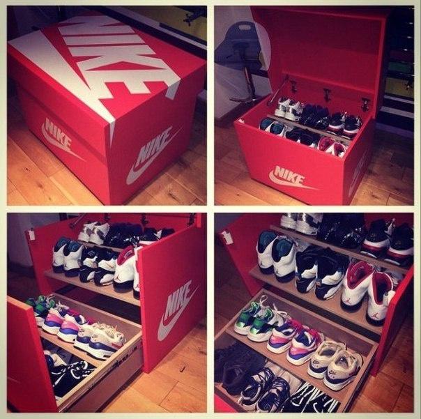 Большая обувная коробка